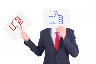 5 Perks Job Seekers Should Weigh_Beyond Money represented by thumbs up and thumbs down