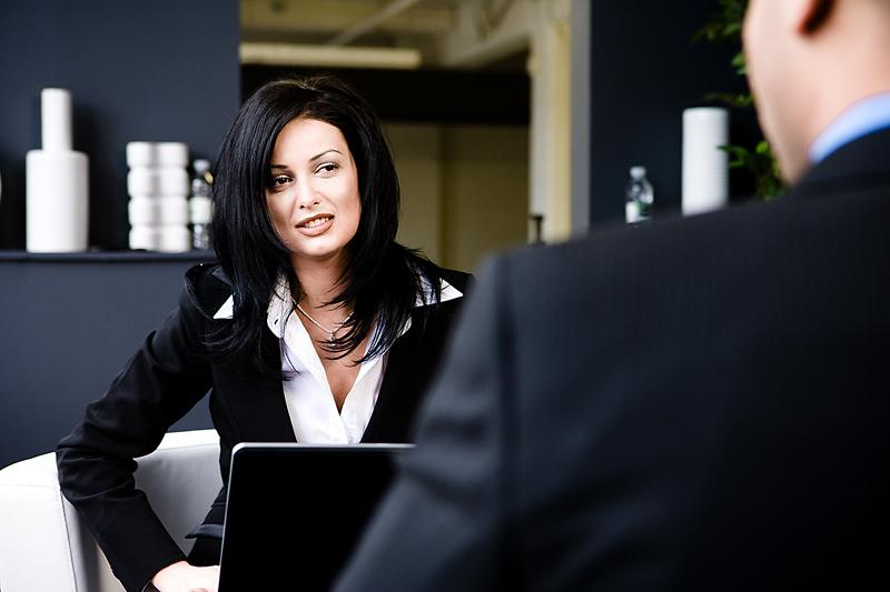 job seeker asking a question during an interview